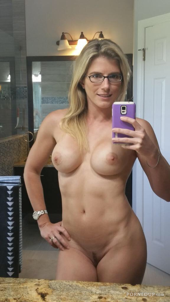 average moms nude selfie