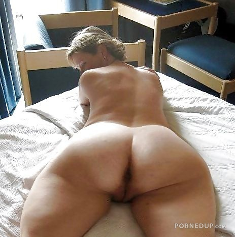 Milf Showing Her Asshole