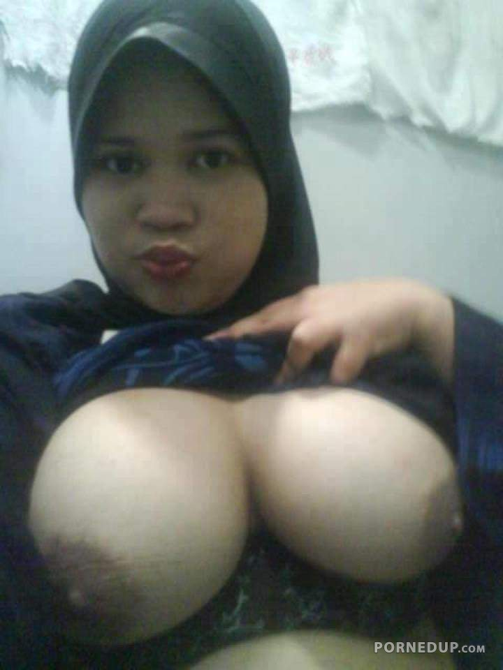 foto boobs hijab