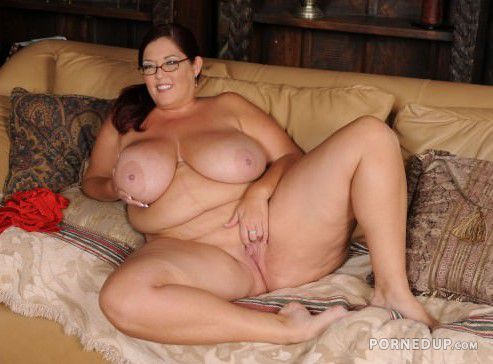 Naked mature women sagging tits