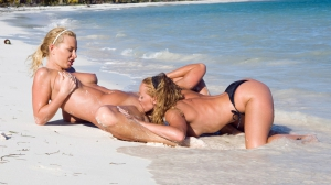 Lesbians pussy licking at beach