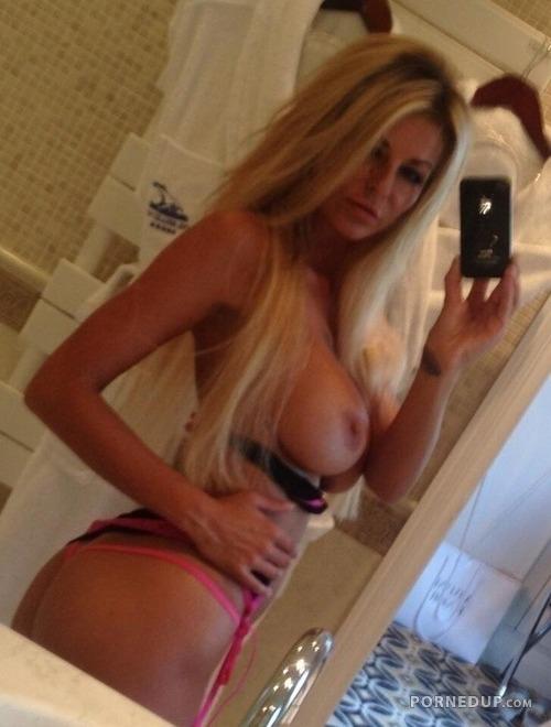 Nude selfie amatuer milf