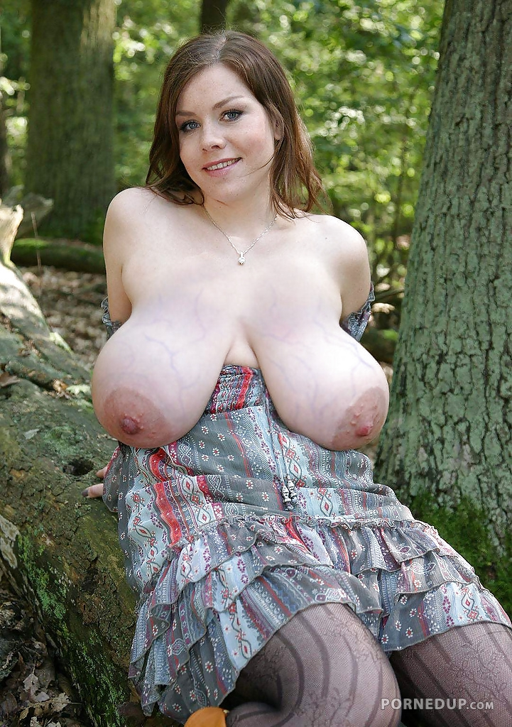 nude girl droopy boobs