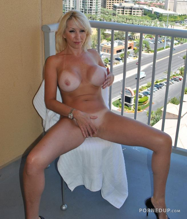Blonde Naked Milf