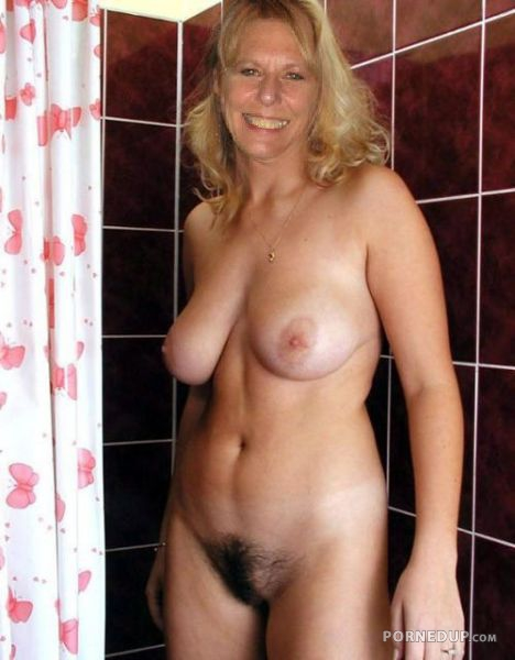 Hairy milf mom