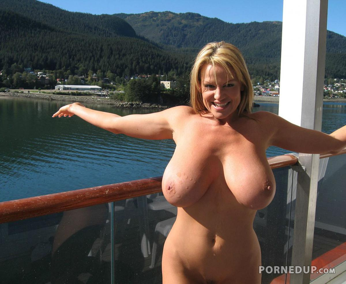 Short hair mature milf naked
