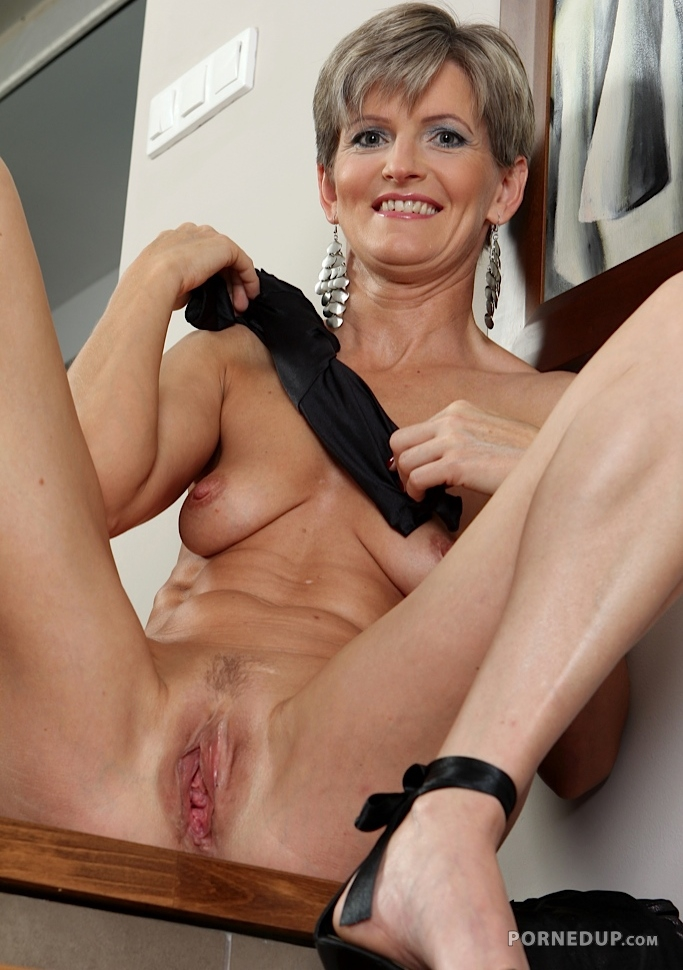 Mature milf reverse cowgirl