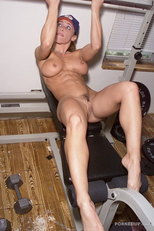 Naked Fit Girl At Gym - Porned Up-3591