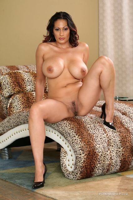 milf Busty nude