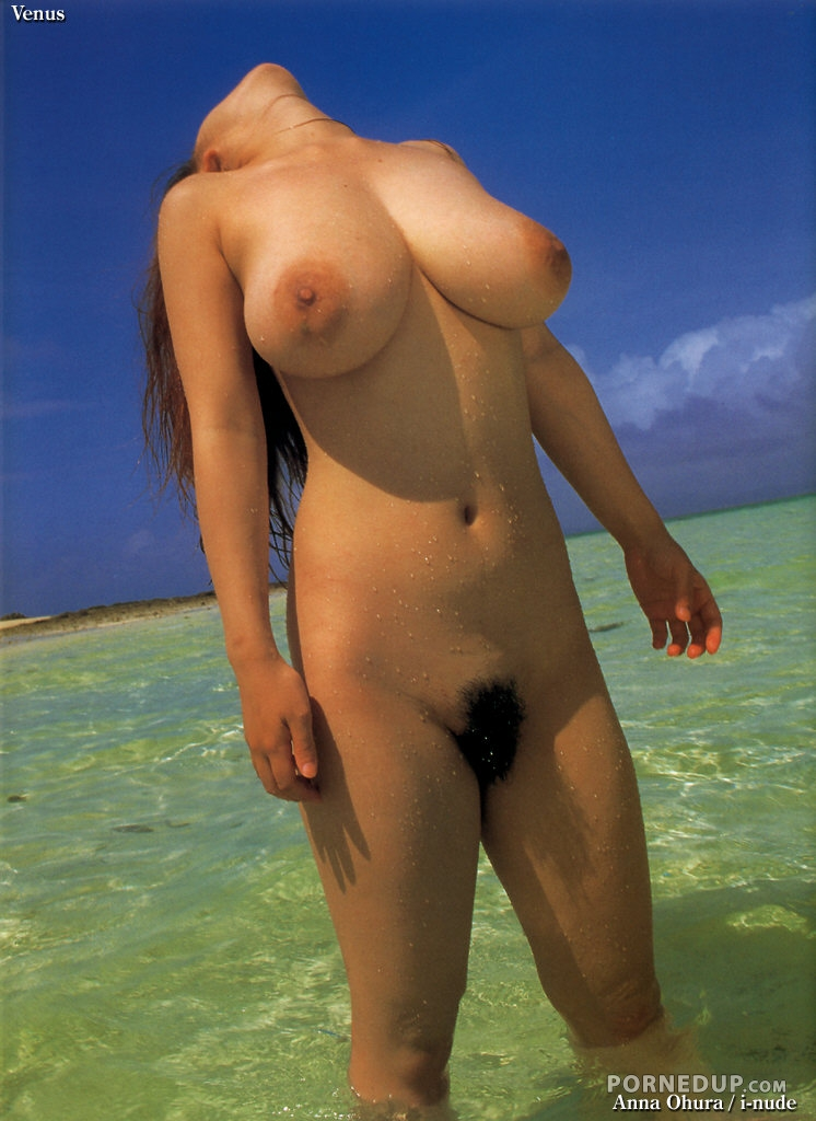 Anna Ohura Shows Off Her Naked Body In The Ocean - Porned Up-8602