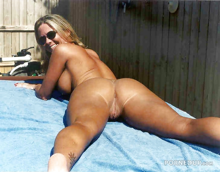 hot babes tanning nude in public