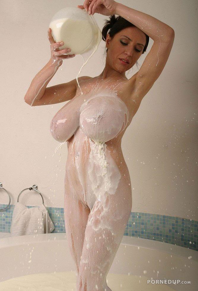 Bonne pouring milk down her ass