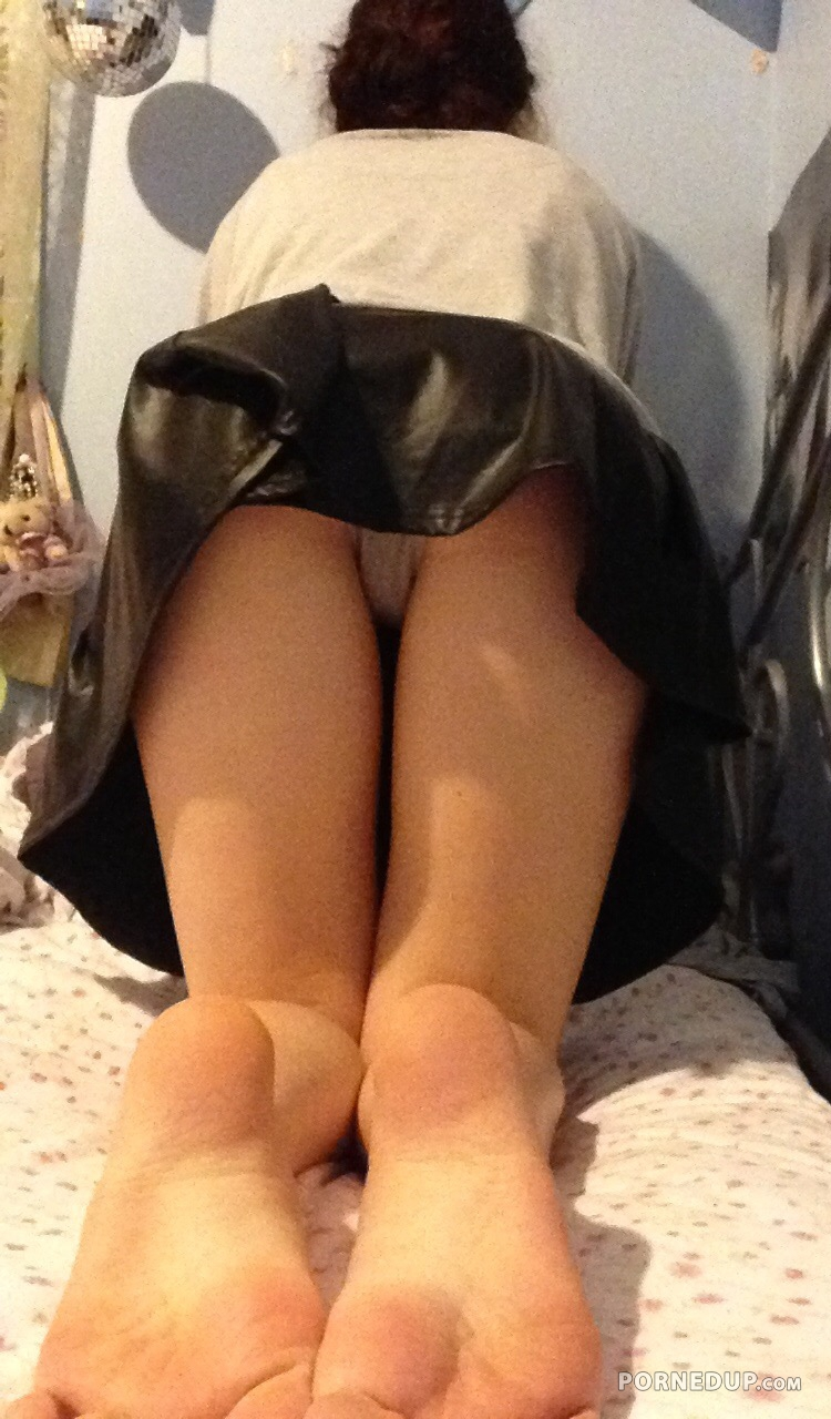 naked-beach-sisters-upskirt-pic-out