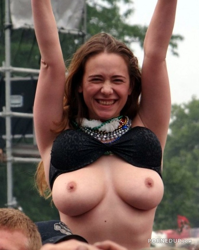 Teen Flashing Big Boobs At Concert - Porned Up-1517