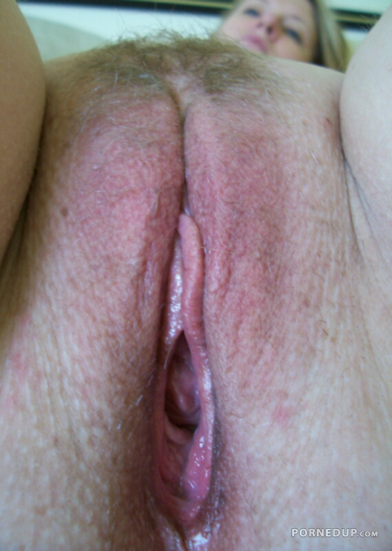 Freaky kinky hot babes fucked hard in threesome