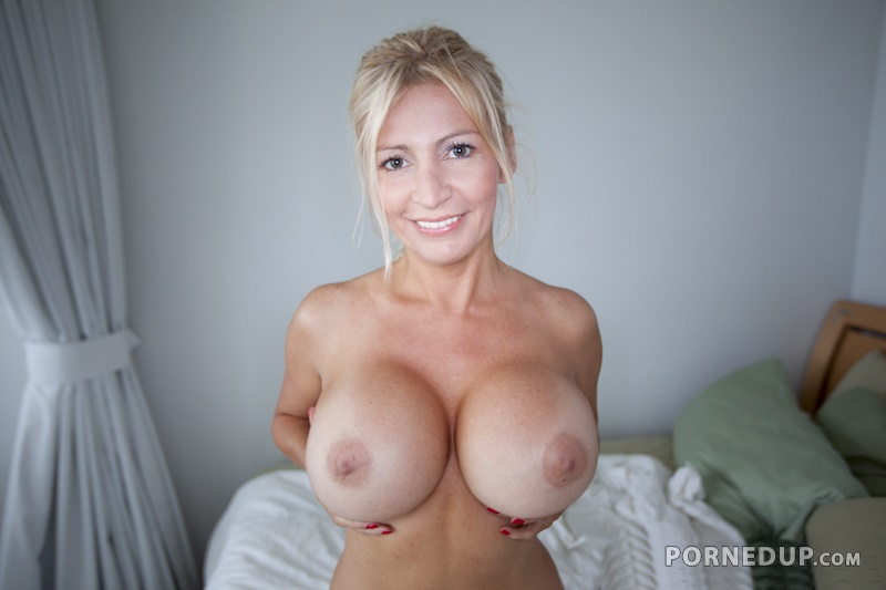 Sexy milf with amazing tits