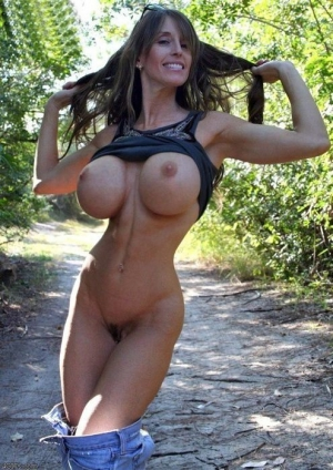 Big tits Milf flash