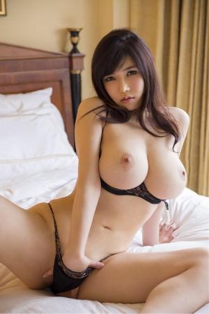 фото порно голая азиатка с большой грудью