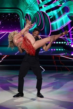 Dancer Forgot To Wear Panties At Talentshow