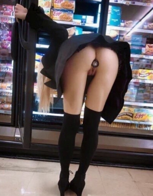 Dildo in pussy while shopping