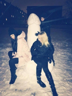 Girls Love Big Penis Snowman
