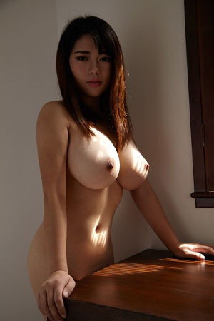 huge tits on this asian hotty