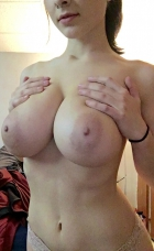 huge amazing tits on this amateur