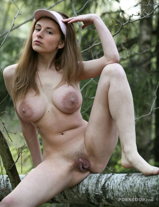Swedish girls nude spread